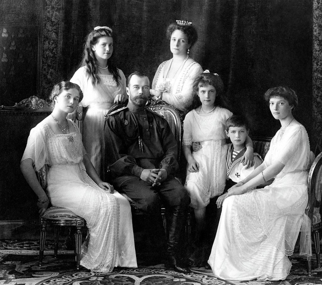 1024px-Russian_Imperial_Family_1913